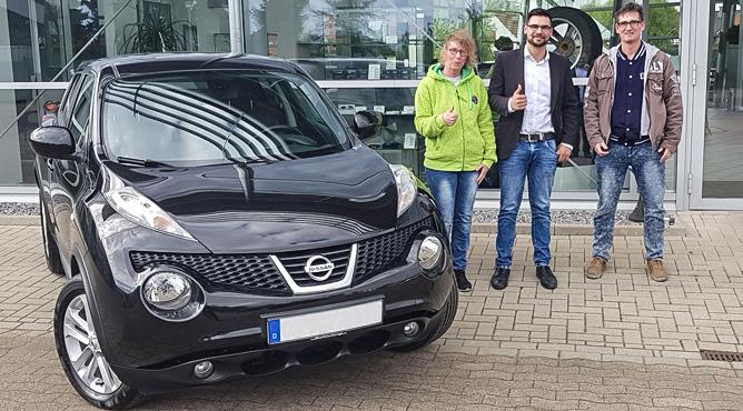 Frau und Herr Müller - Nissan Juke - Gebrauchtwagen - Zufriedene Kunden!